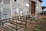 Siete tumbas del cólera morbo de 1851 delante de la ermita de La Concepción de La Atalaya de Santa Brígida