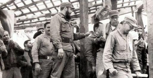 Primera Graduación de médicos formados con la Revolución