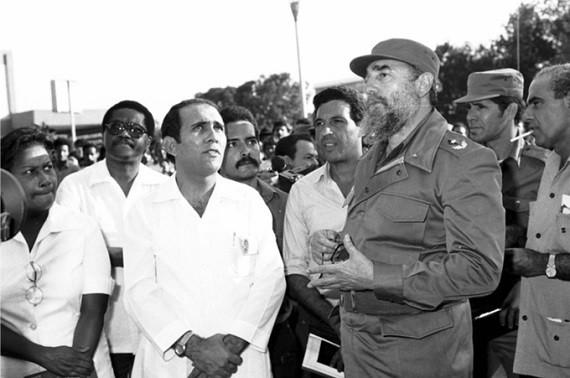 Fidel visita la ampliación del hospital provincial Carlos Manuel de Céspedes