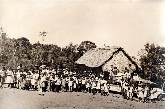 Vacunación en Guisa, Sierra Maestra.