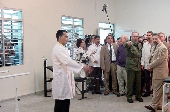 Fidel en la re-inauguración del Policlínico Abel Santamaría. Municipio Cerro. (Fuente: MINSAP)