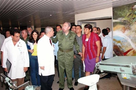 """Visita al Hospital """"Gustavo Aldereguía"""". Cienfuegos. Año 2004"""