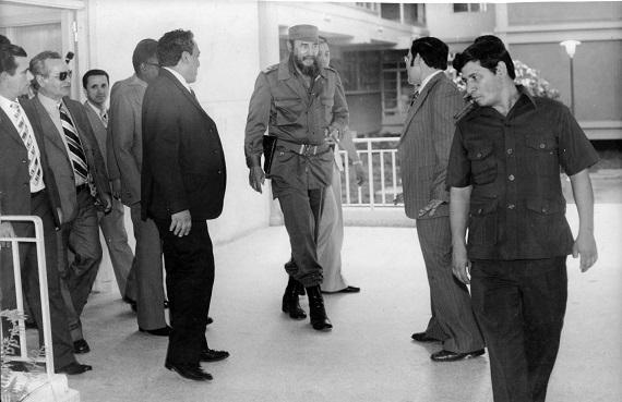 Visita al Hospital Gustavo Aldereguía de Cienfuegos, junto al Presidente de la República Popular de Angola, Dr. Agostino Neto. Año 1979. (Fuente:: MINSAP)