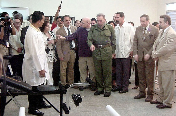 Fidel en la re-inauguración del Policlínico Abel-Santamaría