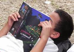 niño cubano leyendo