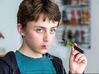 niño cigarrillo electrónico